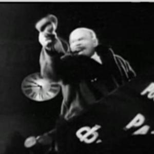 Lénine harangue la foule